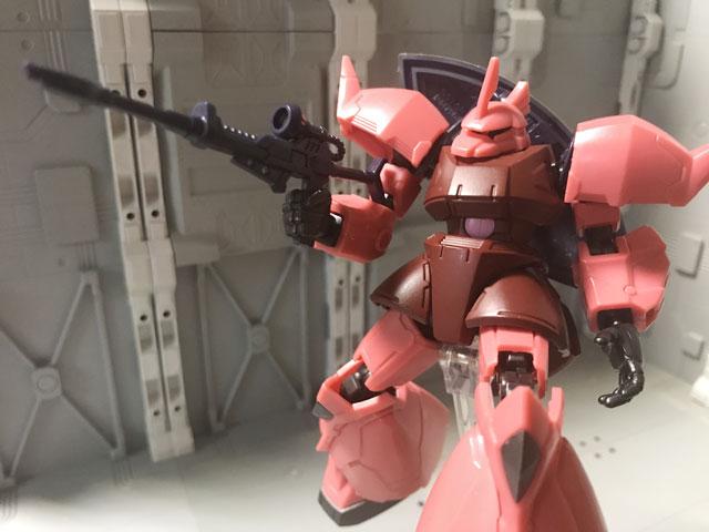 Gフレーム04 シャア専用ゲルググ ビームライフルを構えるポーズ