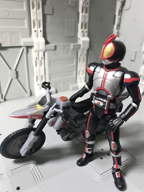 SHODO-X仮面ライダー2 オートバジン ビークルモード とファイズ