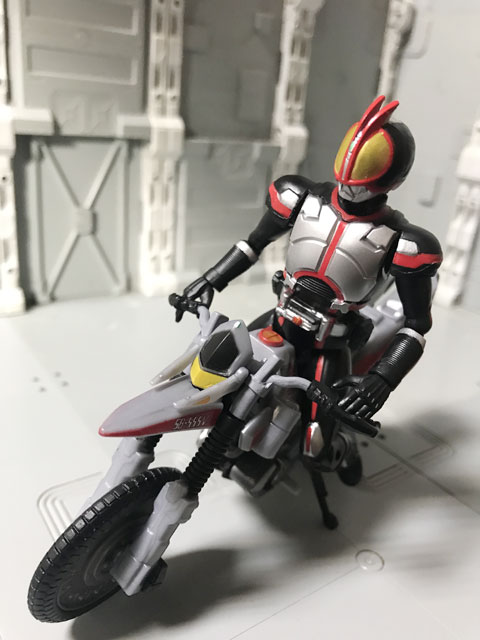 SHODO-X仮面ライダー2 オートバジン ビークルモード に乗るファイズ1
