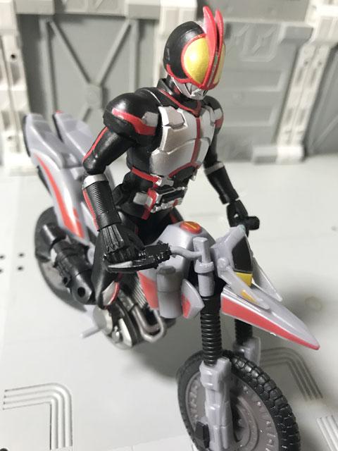 SHODO-X仮面ライダー2 オートバジン ビークルモード に乗るファイズ3