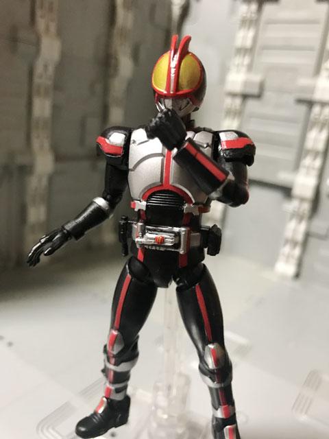 SHODO-X仮面ライダー2の1 仮面ライダーファイズ 襟を直すポーズ