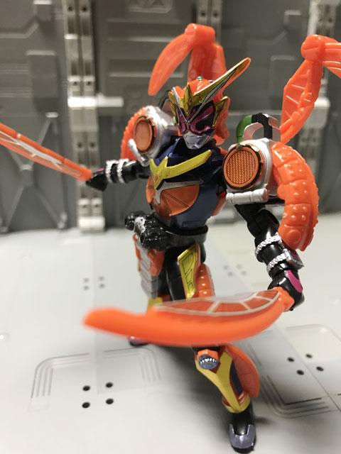 装動 仮面ライダージオウ RIDE5 仮面ライダージオウ 鎧武アーマー 剣を構えるポーズ1