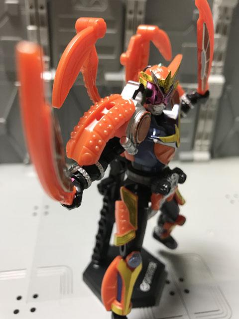 装動 仮面ライダージオウ RIDE5 仮面ライダージオウ 鎧武アーマー 剣を構えるポーズ2
