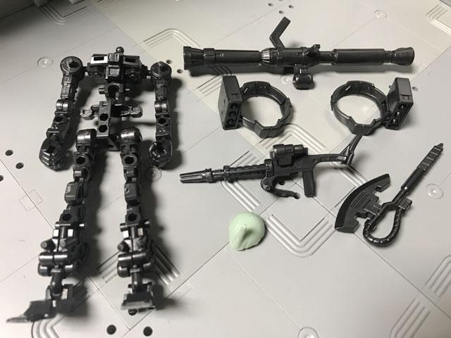 Gフレーム05 量産型ザク フレームと付属品